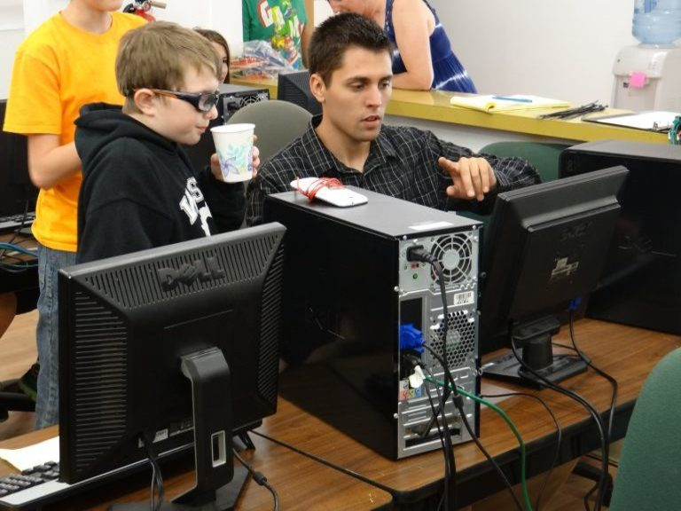 Kids practicing their STEM skills on the computer.